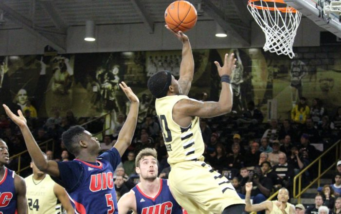 Felder scores 26 as Oakland finishes homestand with 86-61 victory over UIC