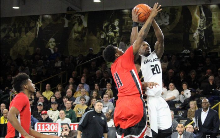 Plenty of 3-pointers, disputed call lifts Youngstown State over Oakland 100-98